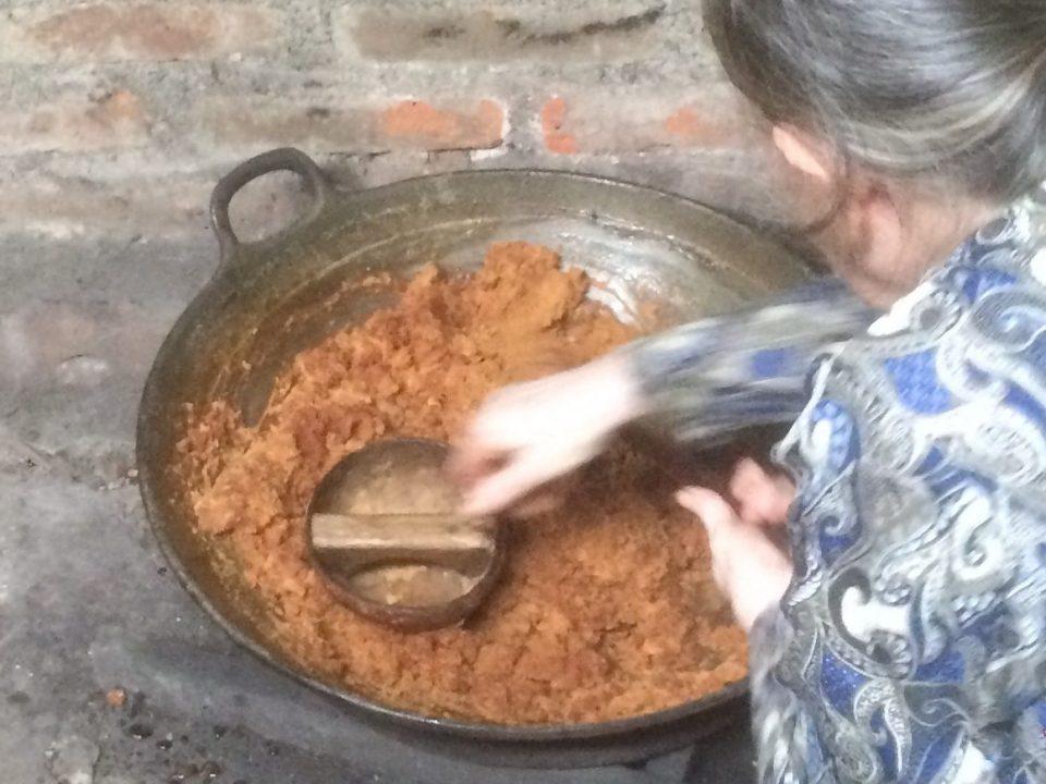 Herstellung von Kokosblütenzucker in Zentraljava © Dimas Dwi Laksmana
