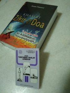 Islamisches Gebetsbuch und Gebetsanleitungen © Claudia Seise