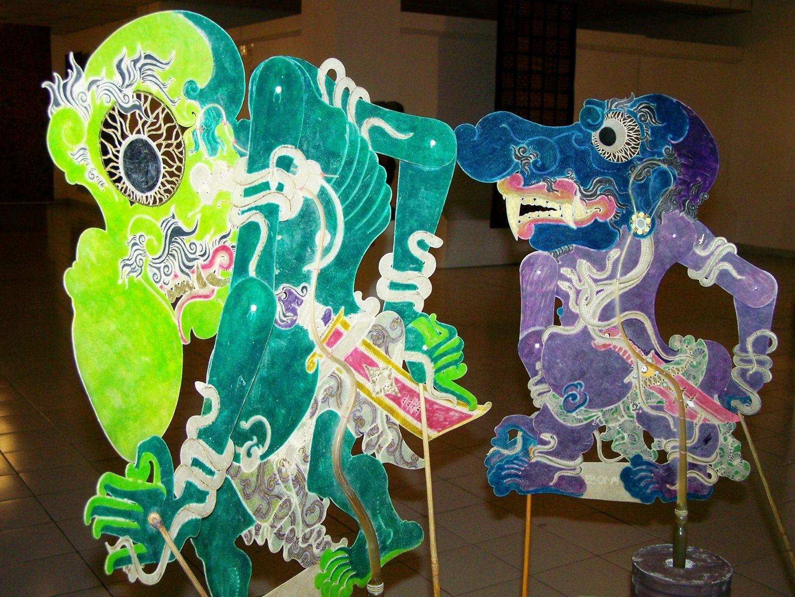 Zeitgenössische Schattenspielfiguren des Künstlers Sukasman © Claudia Seise