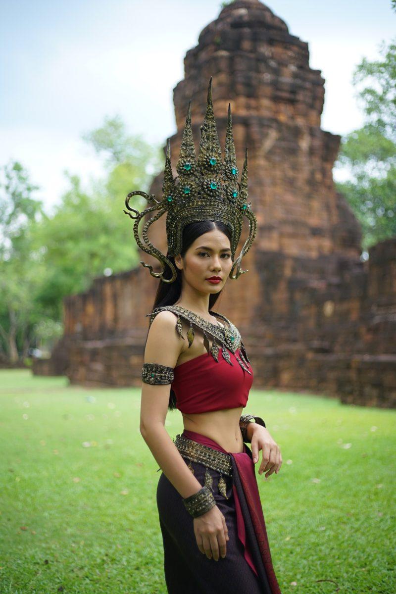 Screenshot Sap Krasue: Verortung des Ursprungs in der Khmer Kultur Angkors - die erste Trägerin des Fluchs wird in der aktuellen Soap Sap Krasue als Apsara dargestellt ©