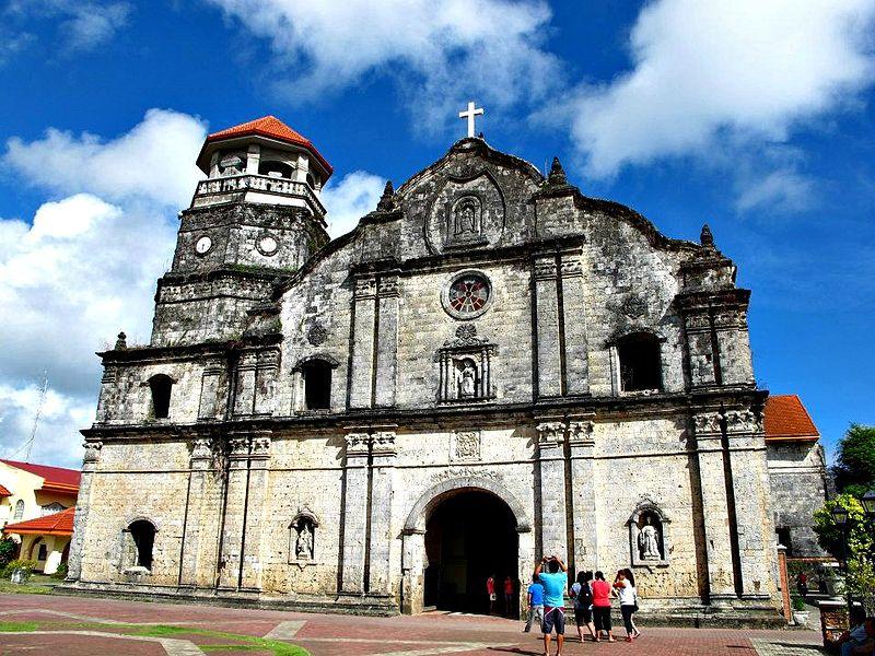 Santa Monica Kirche in Panay. Vor der Verbreitung des christlichen Glaubens durch die spanische Kolonialmacht war bereits ein komplexes spirituelles System auf den Philippinen allgegenwärtig. © Wikimedia