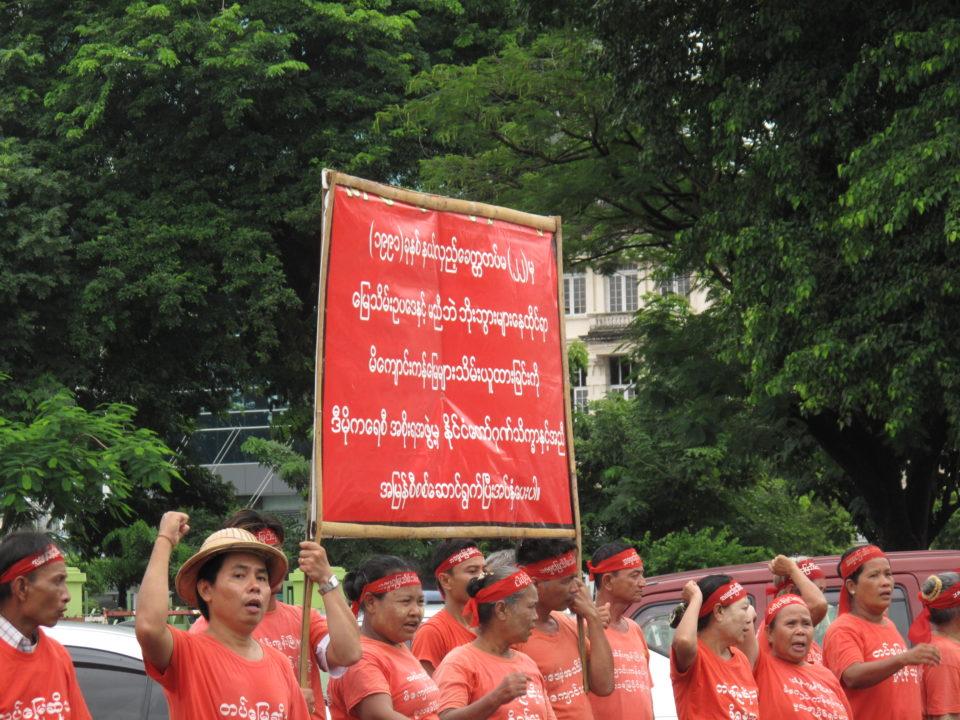 Bauern protestieren gegen die Konfiszierung ihres Landes durch das Militär. Die Reformen haben den Raum für offene Proteste ausgeweitet. 2014. © Jinyoung Park