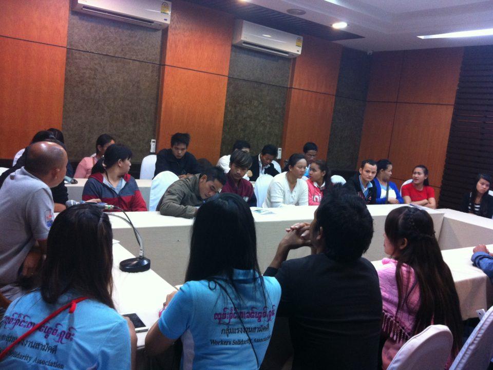 """Mitglieder der """"Gruppe der Hausangestellten"""" nehmen an einem Seminar über die globale Situation von Hausangestellten teil © Rachanee Nilchan"""