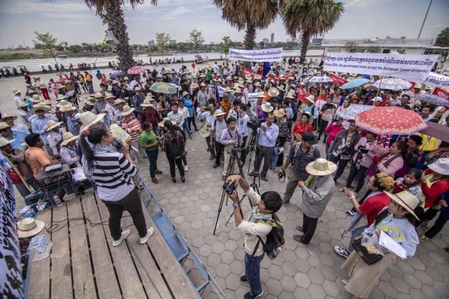 Arbeiter*innen versammeln sich im (neuen) Freedom Park © Cambodian Food and Service Workers Federation