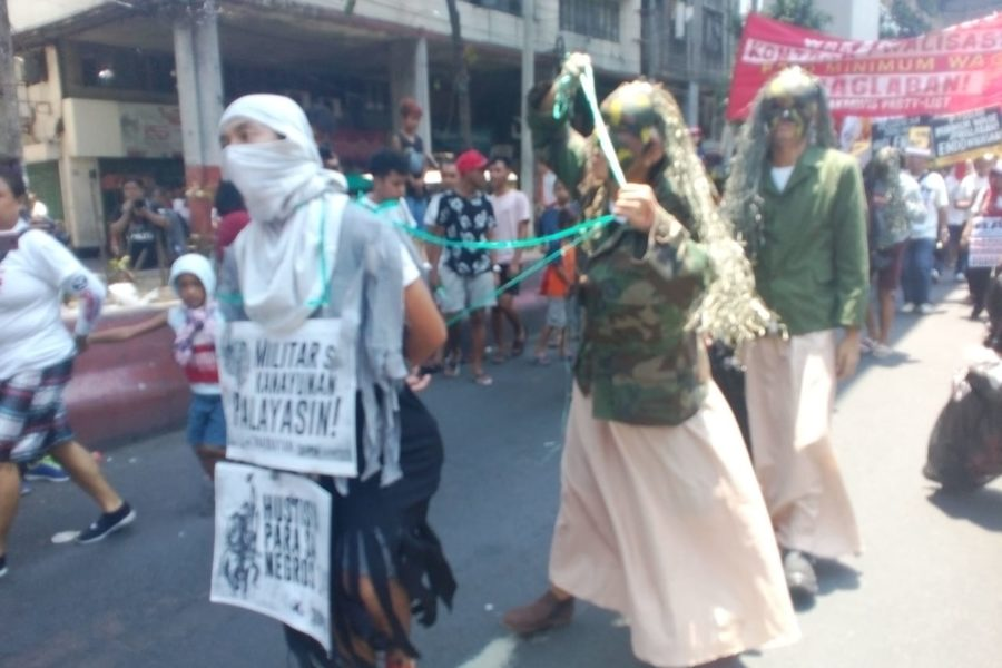 Darstellung eines Massakers durch das Militär vor wenigen Tagen auf der Insel Negros © Levinia Francisco