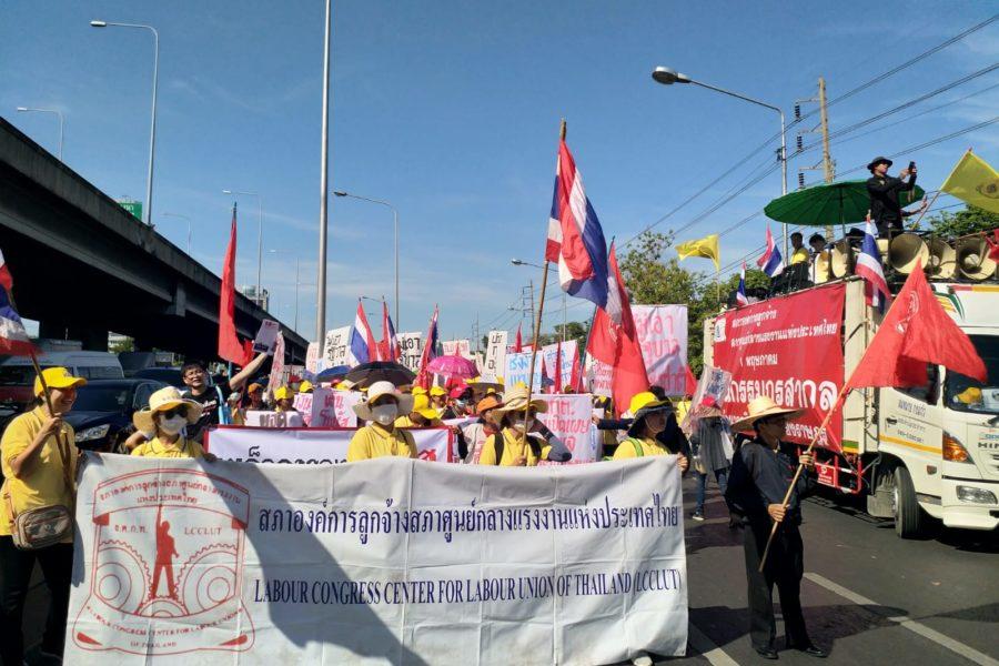 Auch der Labour Congress of Thailand marschiert in Gelb. Ihr Präsident, Tanong Po-Arn, ist seit dem Militärputsch von 1991 verschwunden. © Patchanee Kumnak, 2019