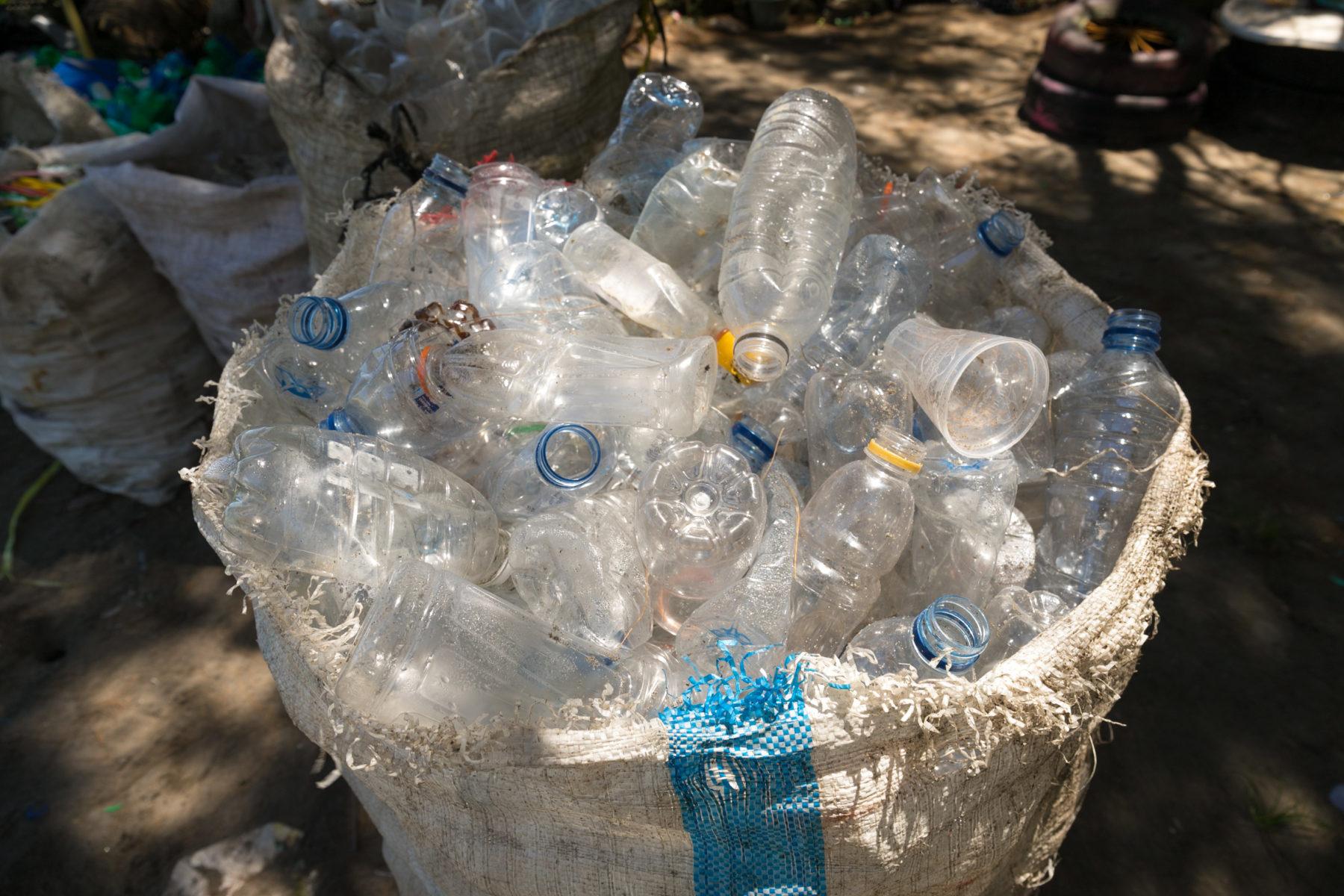 Getrennete Plastikflaschen © Rüdiger Bischoff