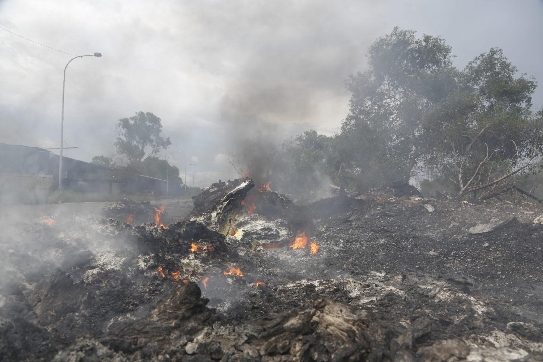 Plastikmüll wird zum Teil direkt vor Palmölplantagen verbrannt © Greenpeace Malaysia