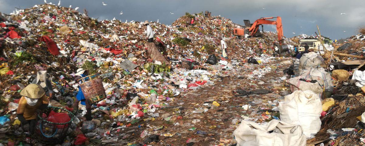 Suwung Deponie: Plastikmüll soweit das Auge reicht © Svenja Hübinger
