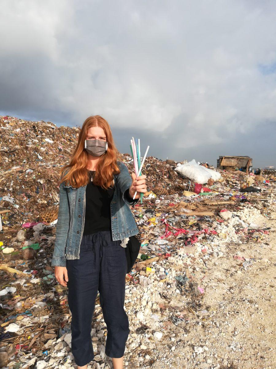 Ein Ausflug der Autorin zur Suwung Mülldeponie beweist: Plastikstrohhalme, wo das Auge hinreicht © Svenja Hübinger