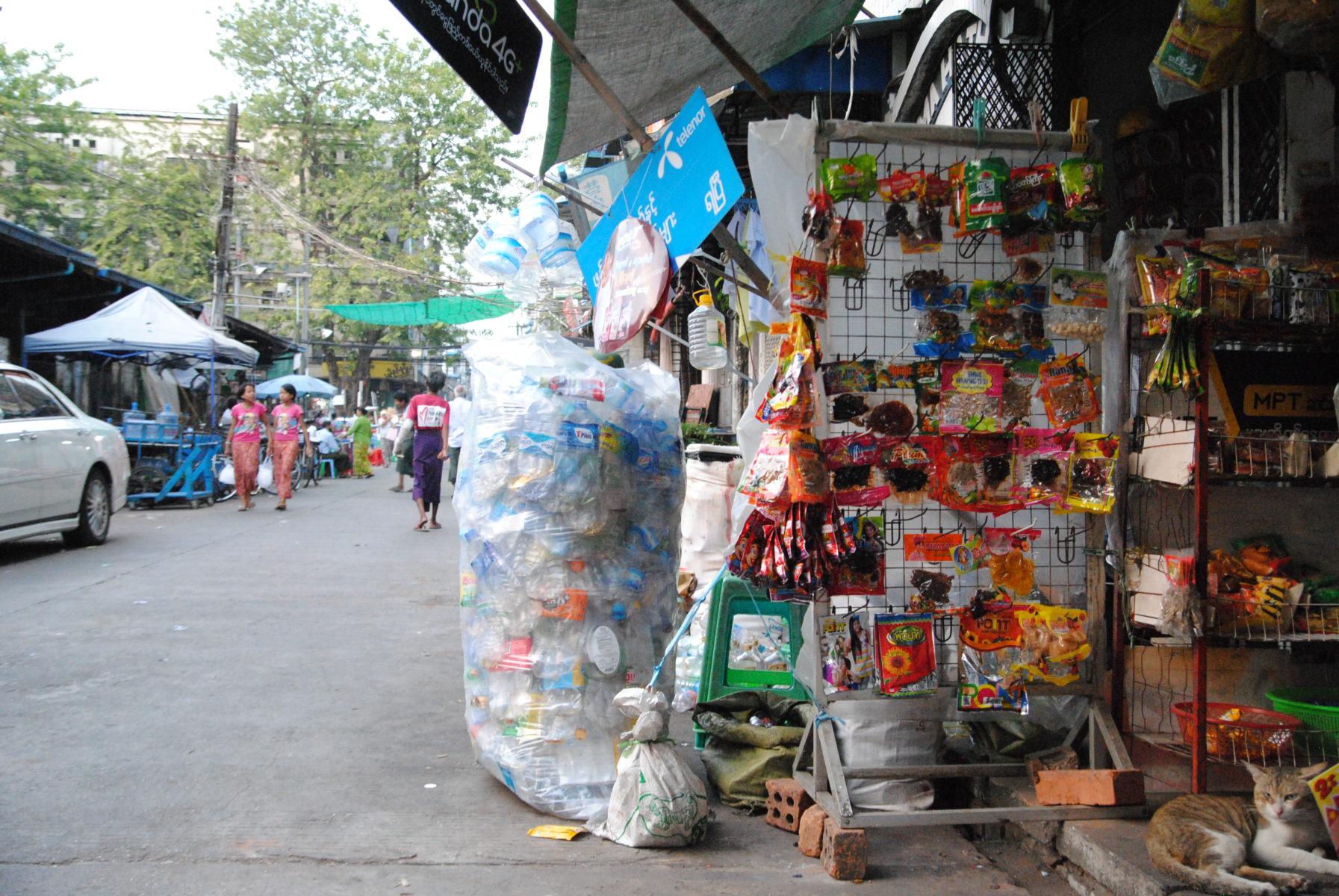 Plastik verkaufen und sammeln in Yangon © Marlene Weck