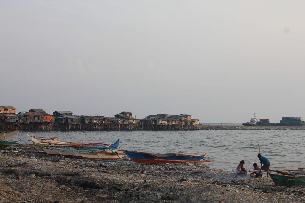 Die Community Baseco Compound liegt direkt an der Bucht von Manila © Mirjam Overhoff