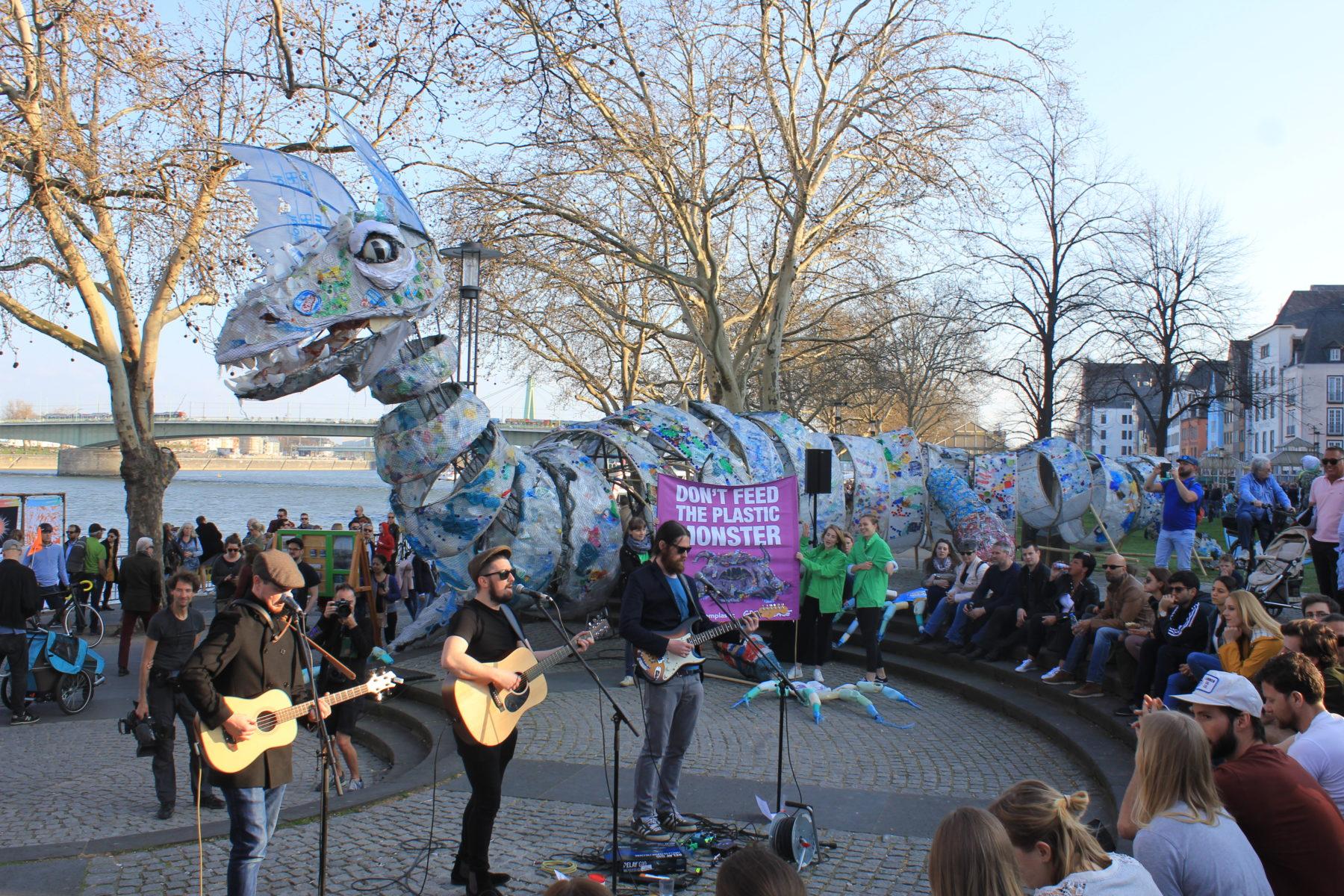 Break free from Plastic: International in Bewegung gegen Plastikverschmutzung - s