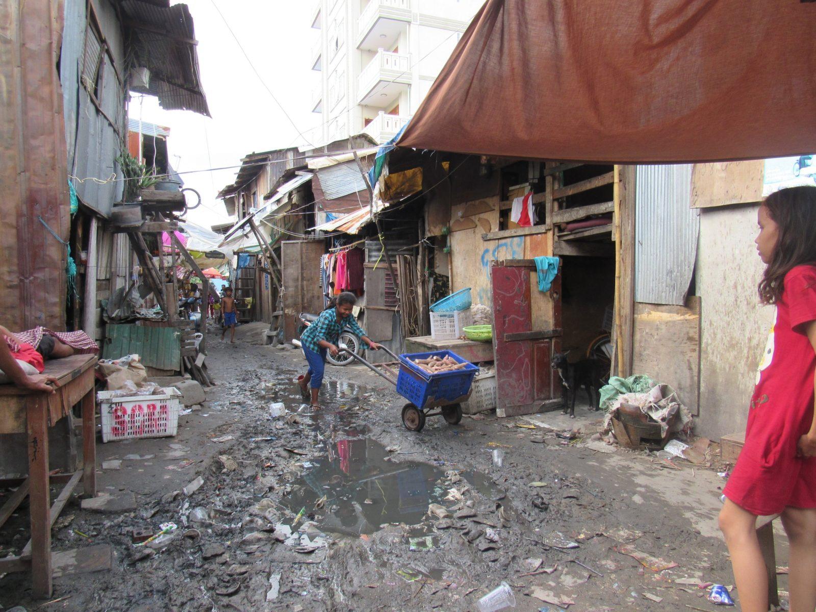 Gasse in einem ärmeren Stadtviertel © STT