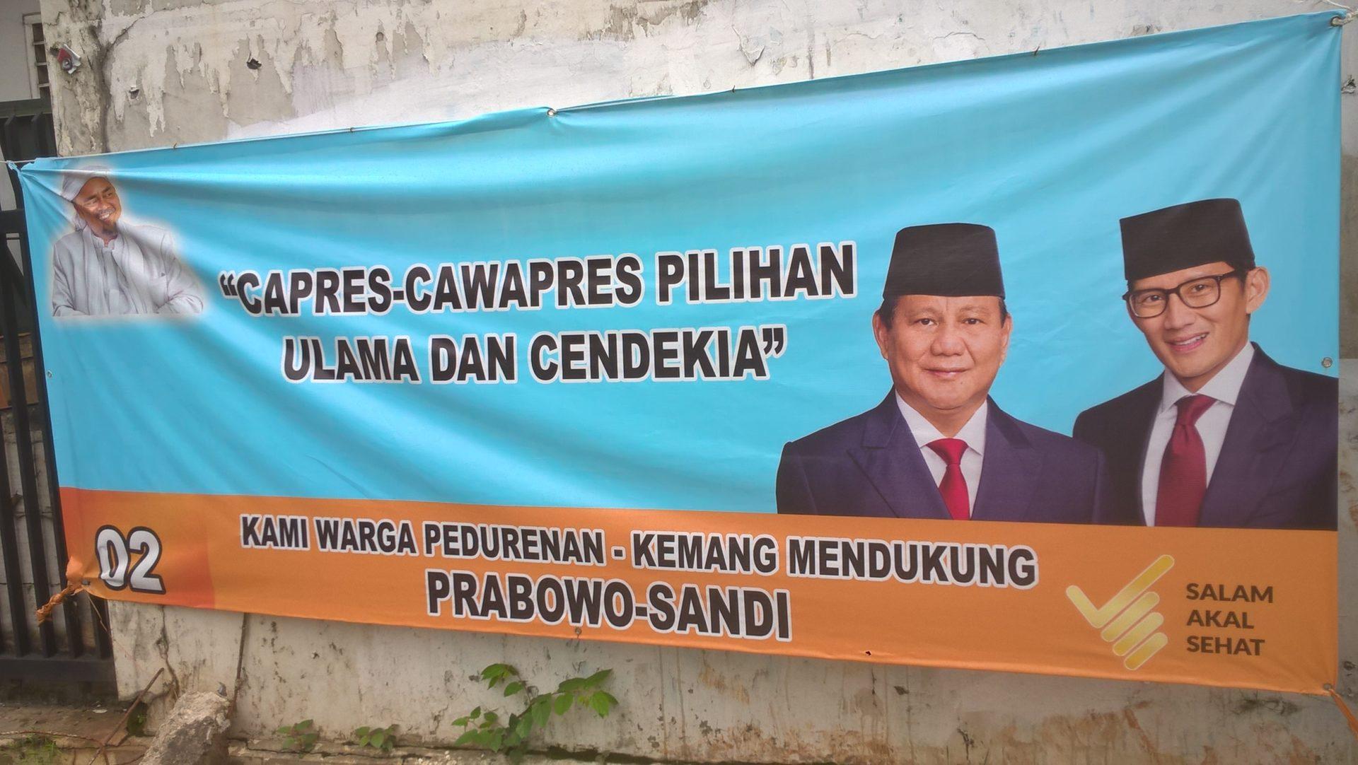 Prabowo Subianto und sein Vizepräsidentschaftskandidat, der Unternehmer Sandiaga Uno, wurden gelegentlich mit Habib Rizieq gezeigt, als 'die Wahl der ulama und der Intellektuellen'. © Timo Duile