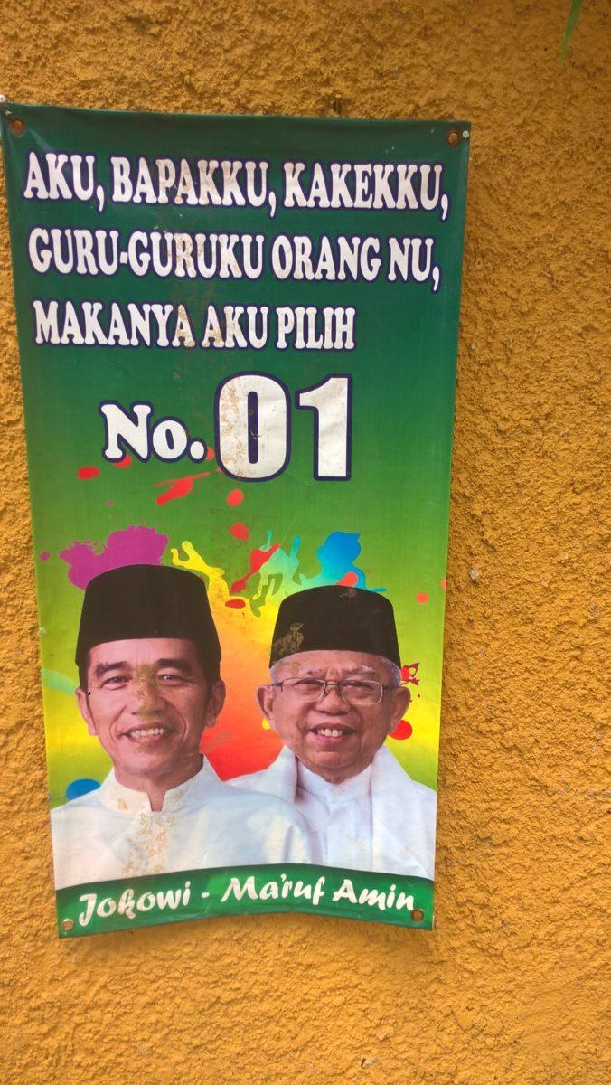 """Jokowi und Ma'ruf Amin setzten vor allem auf die Stimmen der Nahdlatul Ulama, der größten muslimischen Massenorganisation des Landes: """"Ich, mein Vater, meine Geschwister, meine Lehrer sind NU, also wähle ich die Nummer 01,"""" hieß es auf einem Wahlplakat von NU-Anhänger*innen. © Timo Duile"""