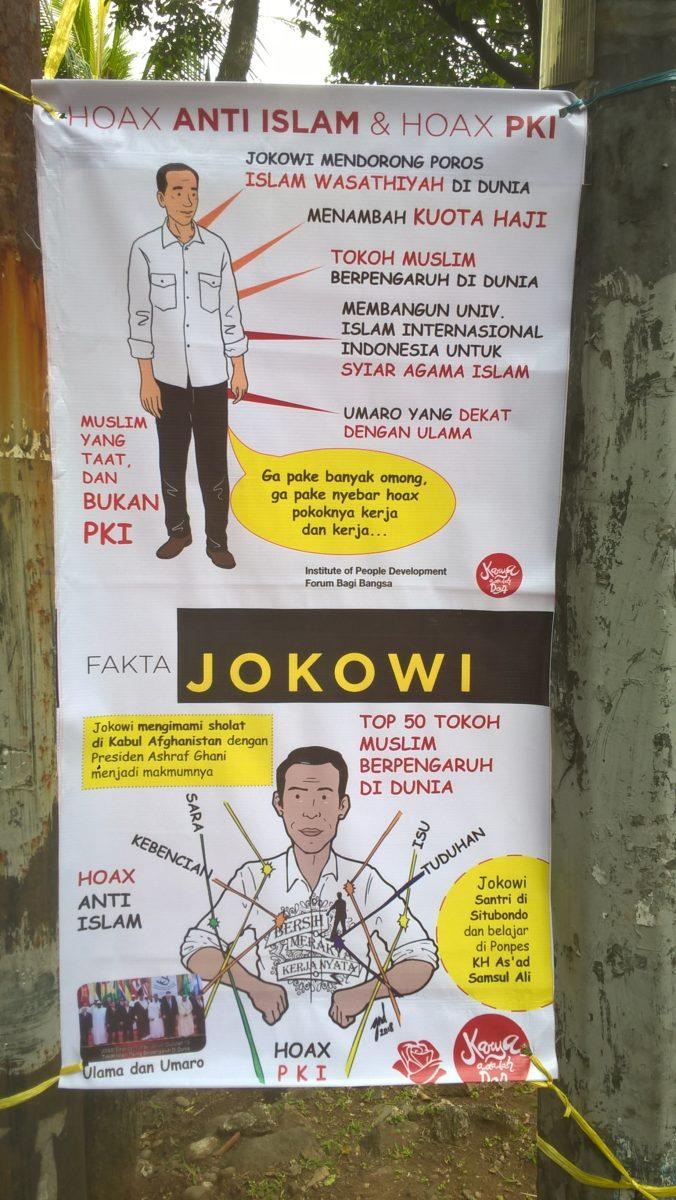 Fake News und Verleumdungen waren im Wahlkampf zwar in aller Munde, aber auf den Wahlplakaten nur selten ein explizites Thema. Eine Ausnahme ist dieses Poster, auf dem Jokowi-Anhänger*innen die Anschuldigungen gegen ihn entkräften wollen: Jokowi wird als frommer Muslim (Muslim taat) dargestellt – in Abgrenzung zu den Anschuldigungen, er sei Mitglied der verbotenen kommunistischen Partei (bukan PKI). Jokowi erscheint auf dem Plakat als 'Saubermann', von dem alle Verleumdungen abprallen. © Timo Duile