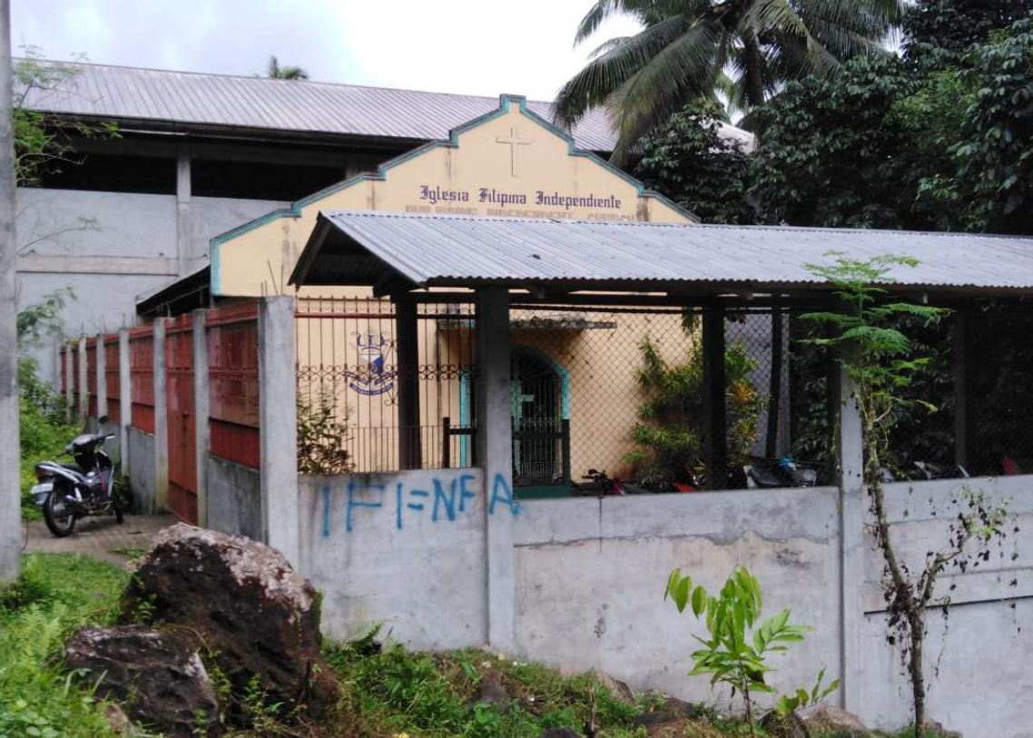 Redtagging gegen die IFI, gesprayt gegen die Kirchenmauern in Lakewood, Zamboanga del Sur, September 2018 © IFI Pagadian