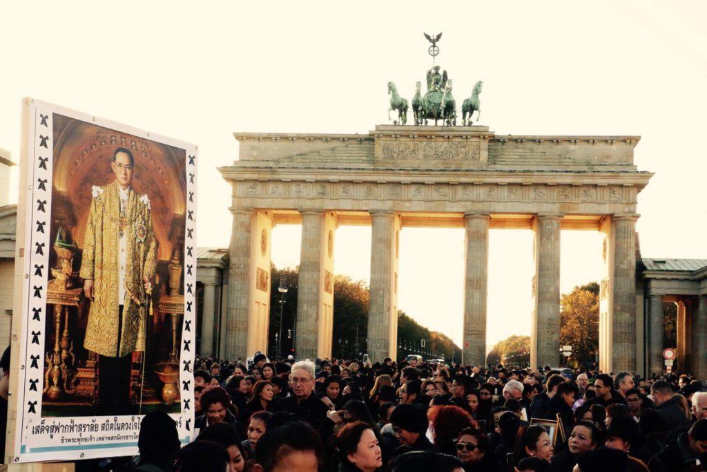 Trauerzeremonie am Brandenburger Tor in Berlin am 30. Oktober 2016 © Sorayut Aiemueayut