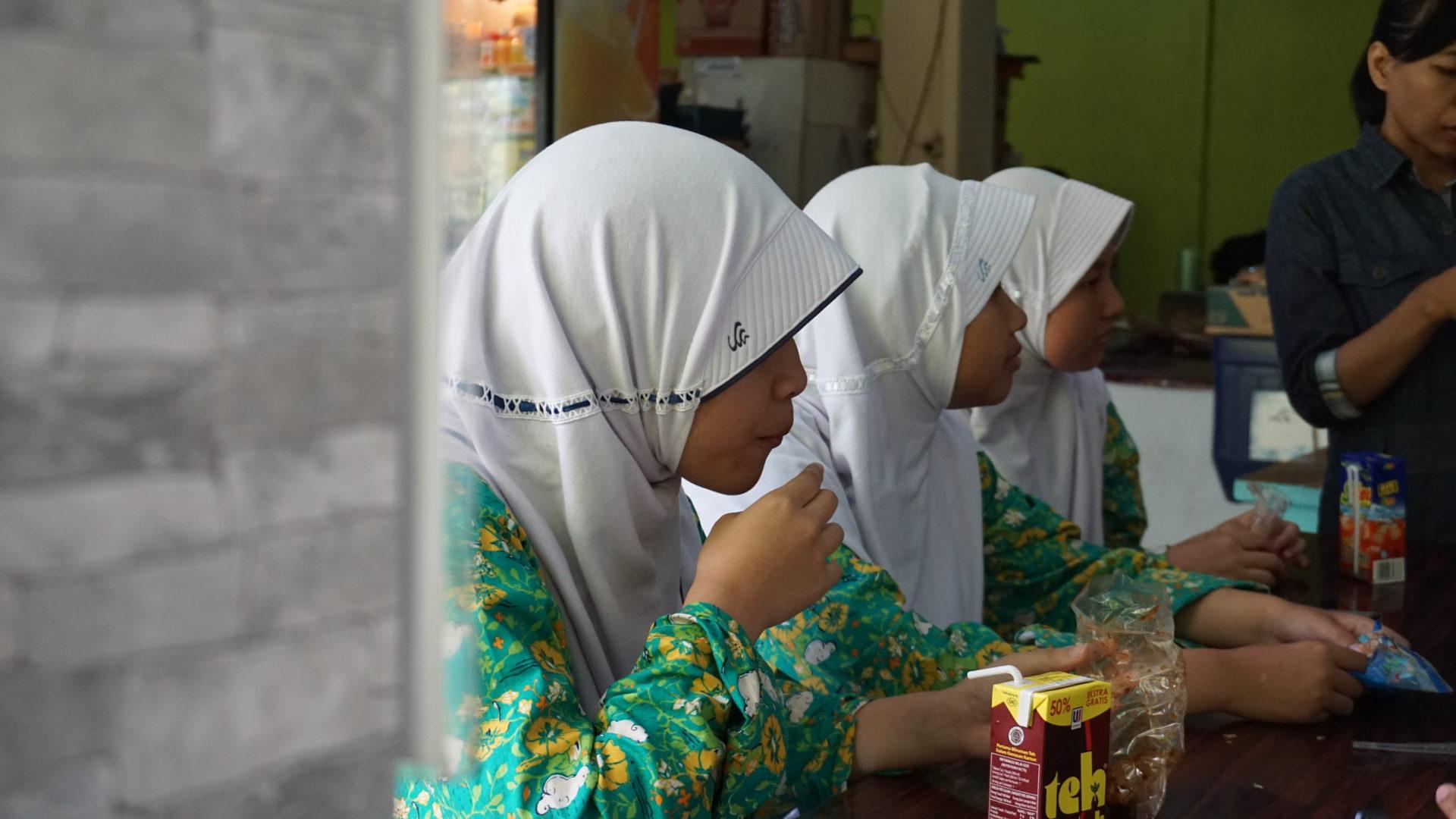 Hijab-Pflicht in einer High-School in Cibinong © Andreas Harsono