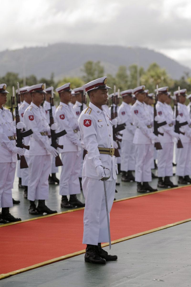 Ehrenspalier der myanmarischen Armee in Naypyidaw ©Peerapat Wimolrungkarat, Fotograf der thailändischen Regierung, CC BY 2.0