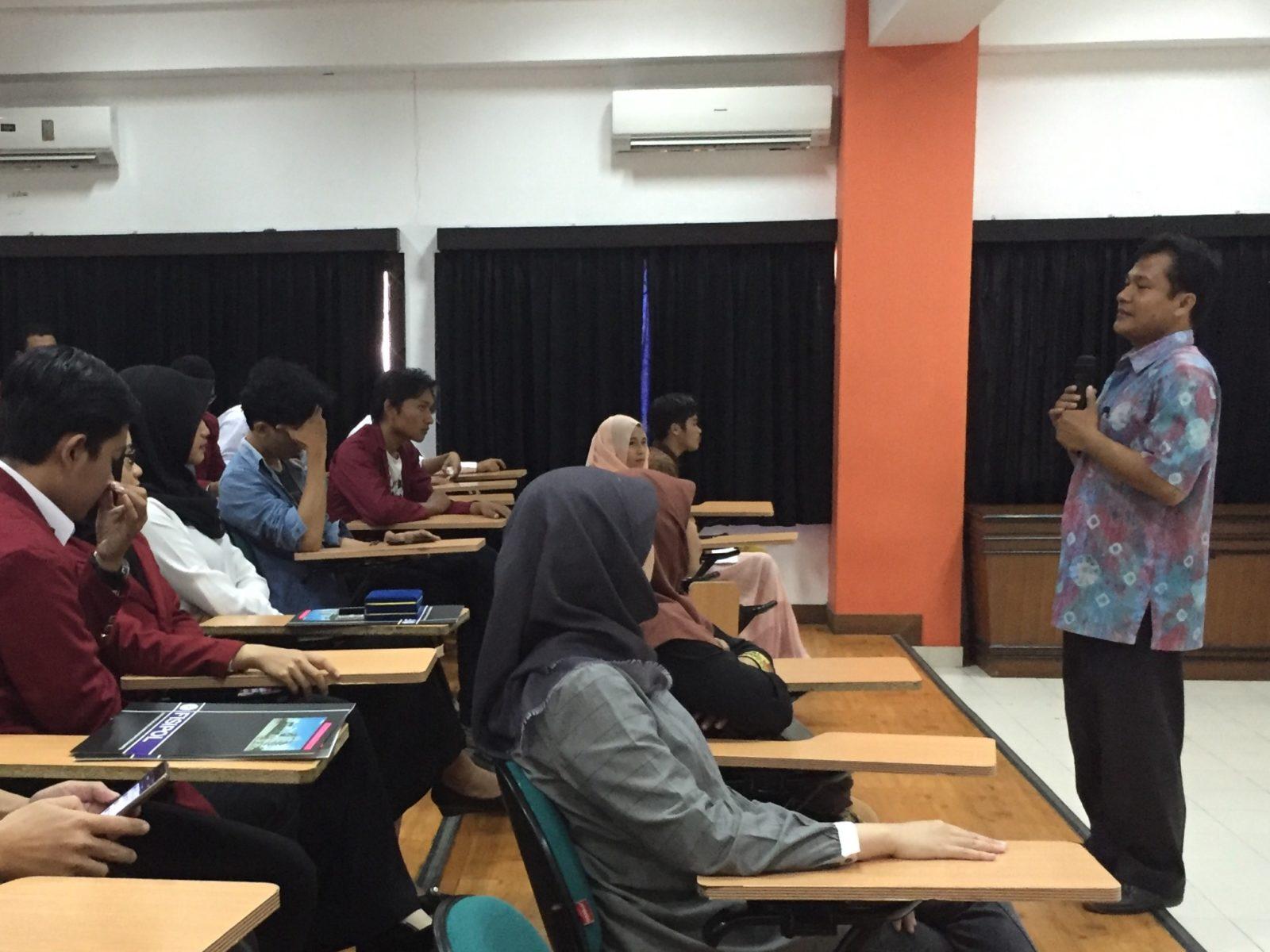 Ein Klassenzimmer mit Lehrern und Schülern © Wulan Widyasari