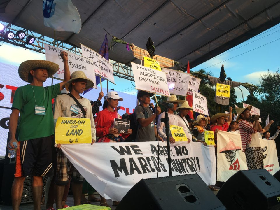 Philippinen, Farmer protestieren gegen Marcos, Kriegsrecht und Menschenrechtsverletzungen© Monika E. Schoop