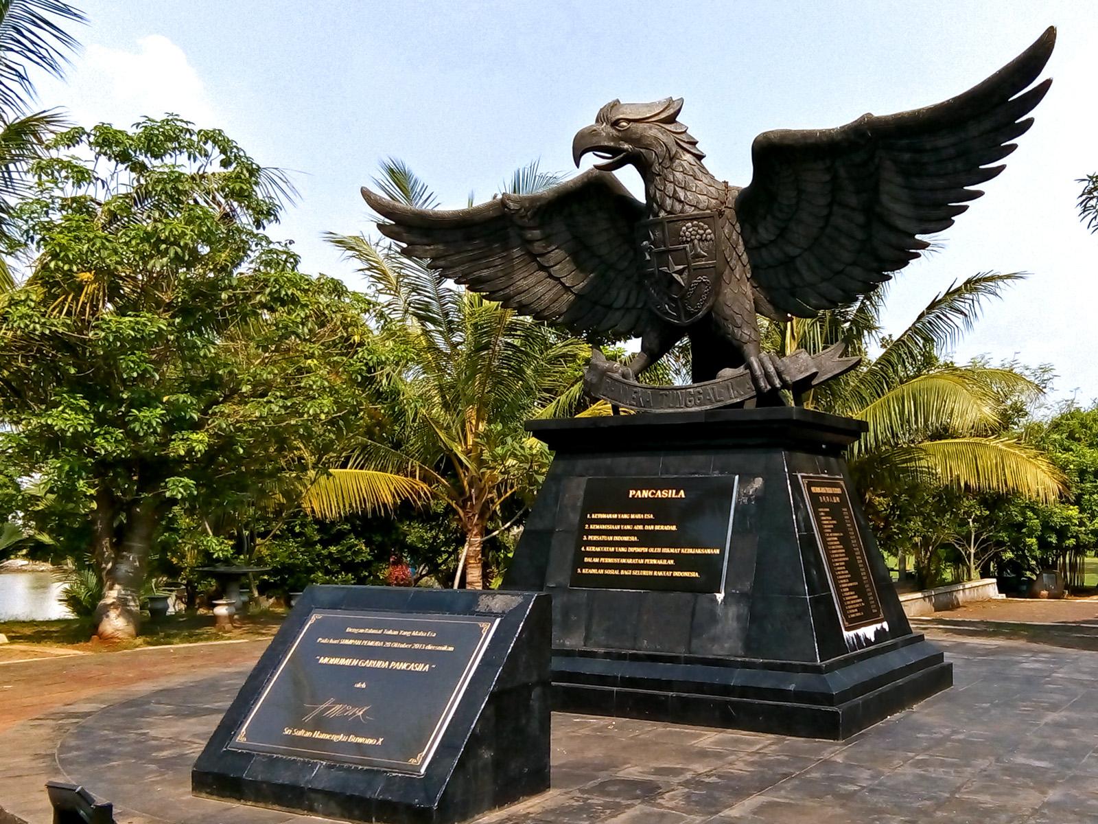 """Monumen Garuda Pancasila"" im Chinese-Indonesian Cultural Park in Jakarta © Baba Neko Baka, Flickr"